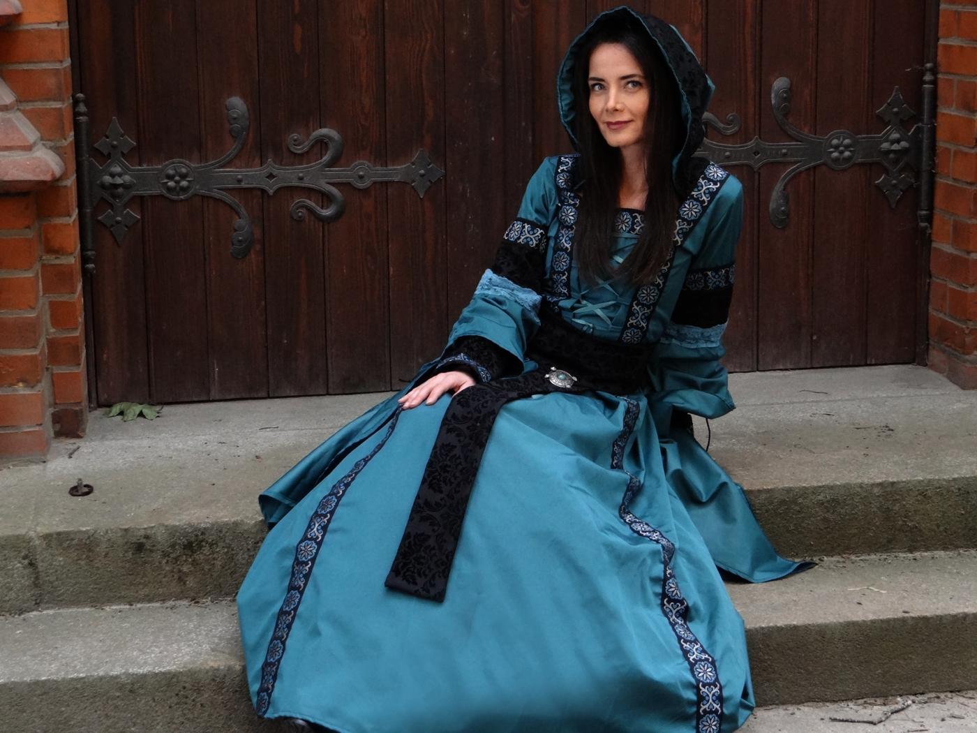 Hochwertiges Mittelalter Kleid türkis schwarz Spitze Samt Kapuzenkleid Trompetenärmel