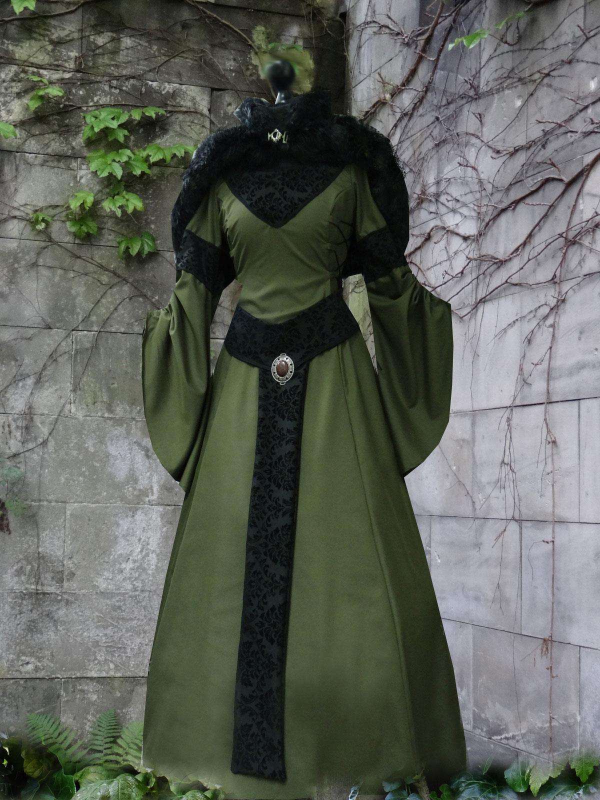 Mittelalterkleid Samtgürtel Fellumhang grün schwarz Kleid Mittelalter Samt