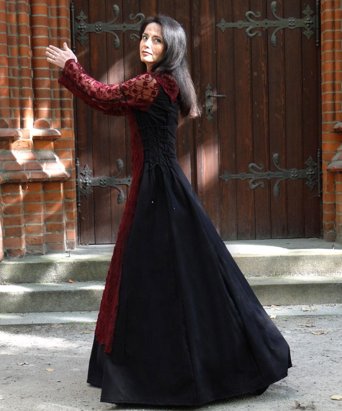 Abendkleid Französische Spitze weinrot schwarz Medieval Dress Brautkleid