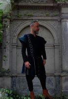 Waffenröcke und Tuniken für Männer