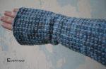Warme Stulpen aus blauer Noppenwolle - edel