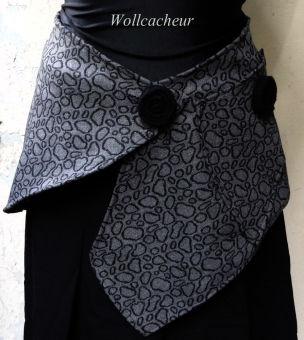 Cacheur Wollwarm Nierenwärmer grau schwarz Filzknöpfe