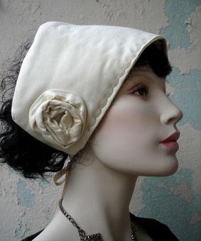 Mittelalter Haube Mütze creme Magdhaube Stickerei