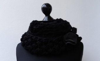 Wollstrickschal Bolero schwarz Filzblume
