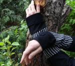 Armstulpen schwarz weiß Streifen Wolle