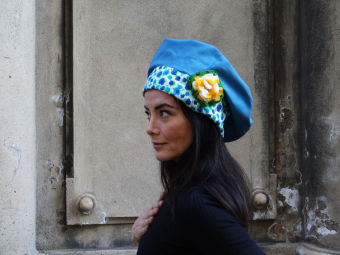 Mütze Blau Grün Lila mit gelber Häkelblume